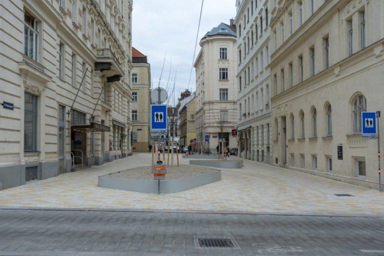 Königsegggasse zwischen Loquaipark und Otto-Bauer-Gasse, Fußgängerzone, Wien, 6. Bezirk