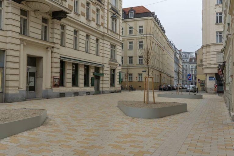 Fußgängerzone mit heller Pflasterung in der Königsegggasse, 6. Bezirk, Wien
