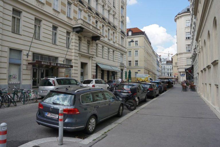 Königsegggasse, Haus der Begegnung, vor dem Umbau zur Fußgängerzone, Wien-Mariahilf