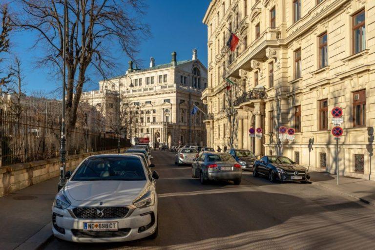 Löwelstraße und Burgtheater in Wien, Innere Stadt
