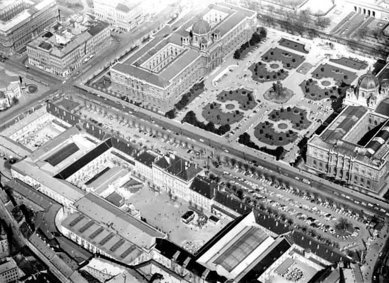 alte Luftaufnahme von Museumsquartier (Messepalast) und Maria-Theresien-Platz, Wien