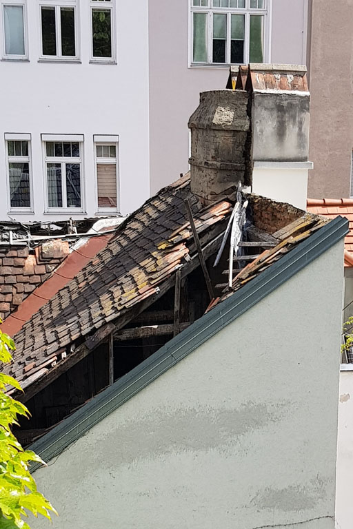 Dach des Biedermeierhauses in der Freundgasse 9, Schaden, Wieden, Wien