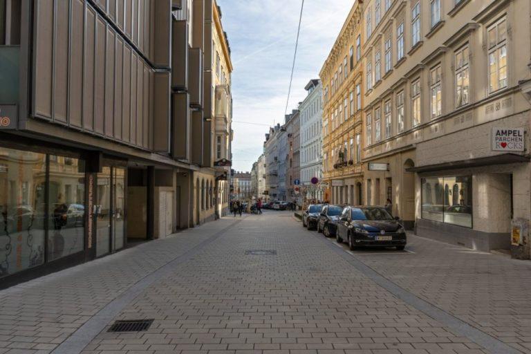 Otto-Bauer-Gasse nach dem Umbau zur Begegnungszone