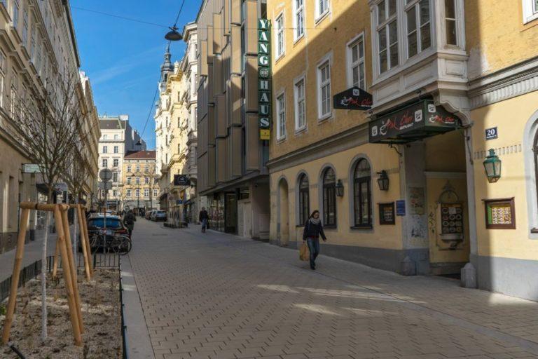 Otto-Bauer-Gasse nach dem Umbau zur Begegnungszone, 6. Bezirk, Wien