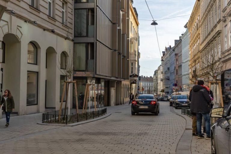 Otto-Bauer-Gasse nach dem Umbau zur Begegnungszone, Wien-Mariahilf
