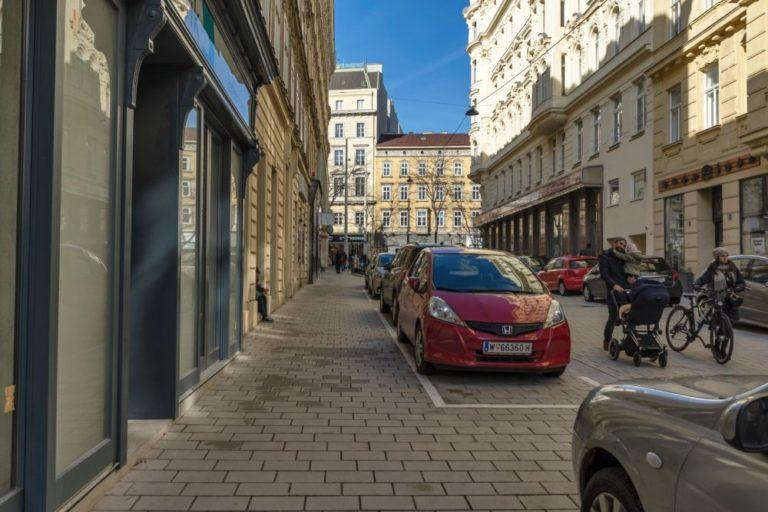 Otto-Bauer-Gasse nach dem Umbau zur Begegnungszone, 1060 Wien