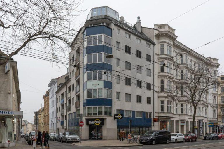 Neubau Ecke Mariahilfer Straße/Turnergasse in Wien, Rudolfsheim-Fünfhaus, graue Fassade, ersetzt Altbau