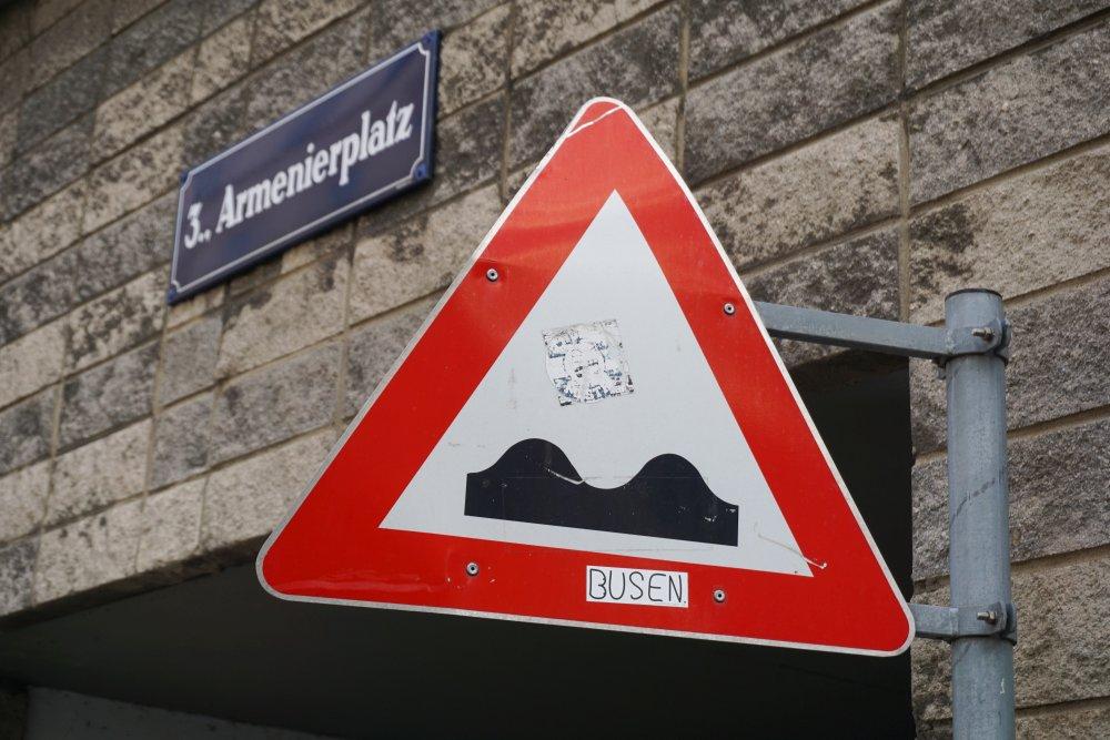Verkehrsschild am Armenierplatz, Wien