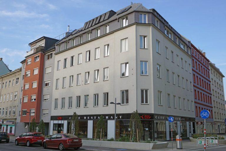 Gründerzeithaus in der Favoritenstraße 129 mit abgeschlagener Fassade