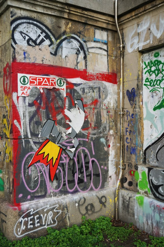 Graffiti auf einer Mauer am Donaukanal, Wien-Landstraße