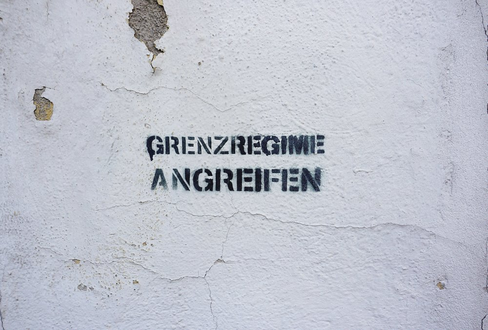 """Graffiti """"Grenzregime angreifen"""" in Wien-Landstraße"""
