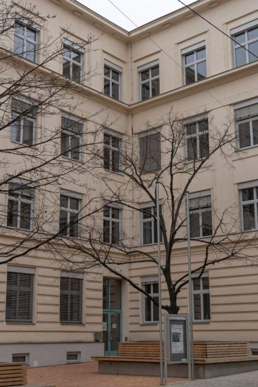 Schule in der Kauergasse in Rudolfsheim-Fünfhaus, Wien