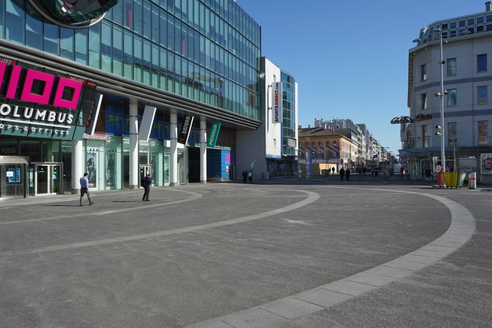 Asphaltfläche am Columbusplatz, Favoritenstraße, Wien-Favoriten
