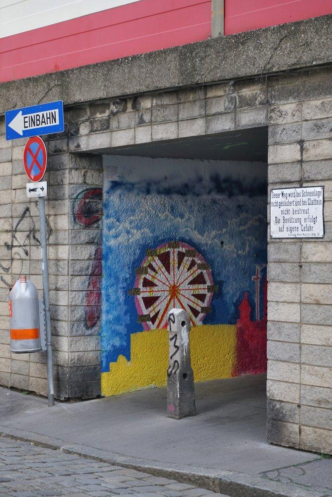 Graffiti im Durchgang unter der Bahntrasse (Viadukt) im 3. Bezirk in Wien