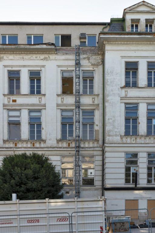 Abriss der historischen I. Medizinischen Klinik beginnt, AKH, Wien, 9. Bezirk, Lazarettgasse