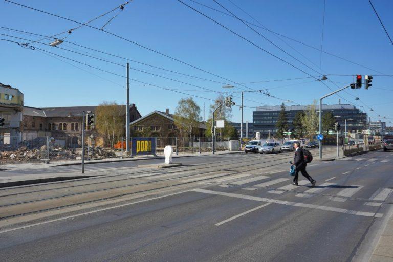 Laxenburger Straße, Gösserhalle, Wien-Favoriten, Fußgänger, Zebrastreifen, Ampel, Straßenbahnhaltestelle, Porr