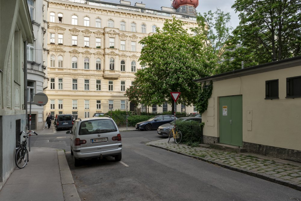 Bennoplatz in Wien-Josefstadt, öffentlicher Raum