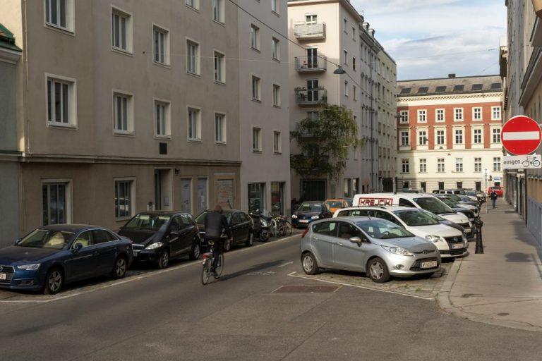Breitenfelder Straße beim Albertplatz, 1080 Wien