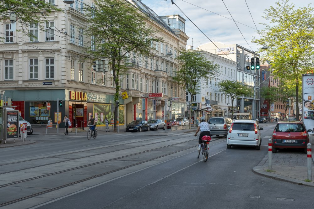Da es keinen baulich getrennten Radweg gibt, entstehen gefährliche Verkehrssituationen. (Foto: 2020)