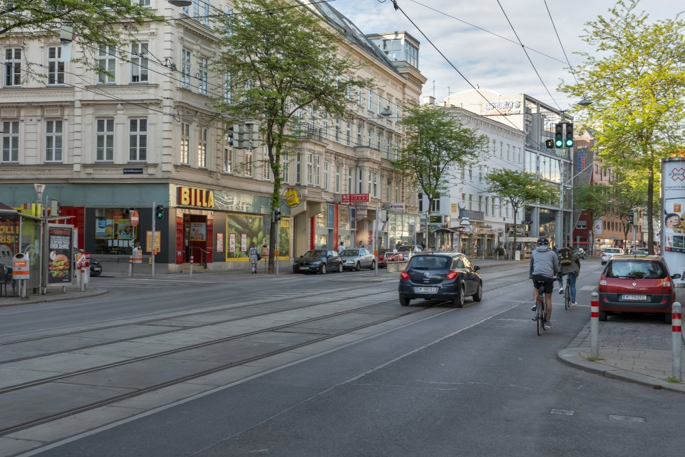 Mariahilfer Straße: Neuaufteilung des Straßenraums möglich? (Foto: 2020)