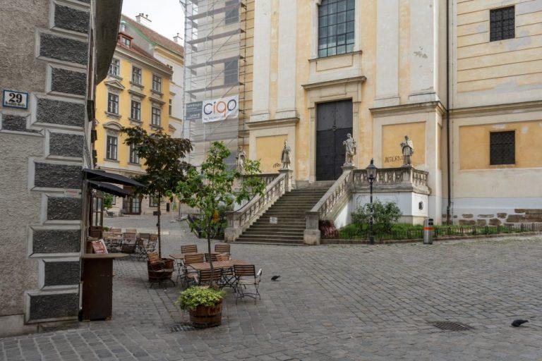 Platz in Wien-Neubau, verkehrsberuhigt, Fußgängerzone
