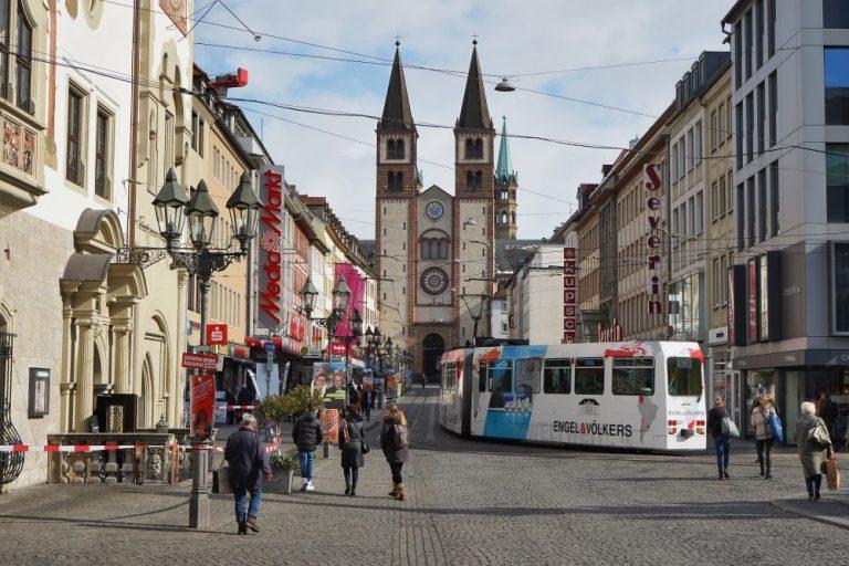 Verkehrsberuhigung, Zentrum von Würzburg, Deutschland