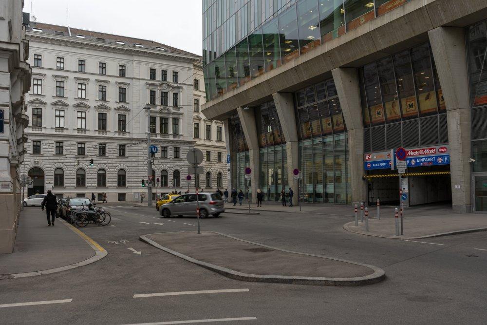 Gigergasse, bei Wien Mitte: riesige Asphaltfläche, keine Bäume (3. Bezirk, Foto: 2019)