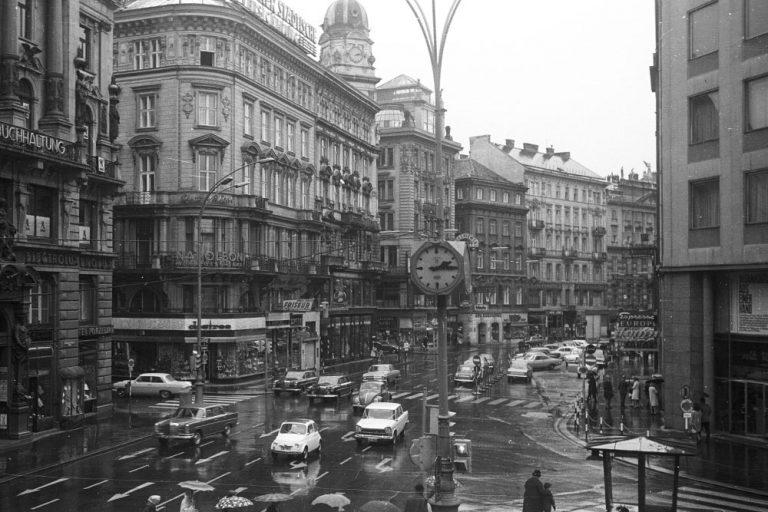 1969: Autoverkehr am Graben (Foto: Fortepan, Nagy Gyula)