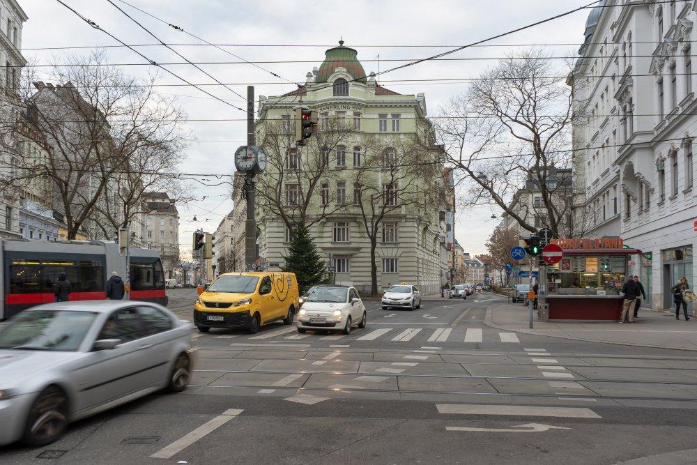Josef-Matthias-Hauer-Platz: Straßengewirr statt Platz (8. Bezirk, Foto: 2020)