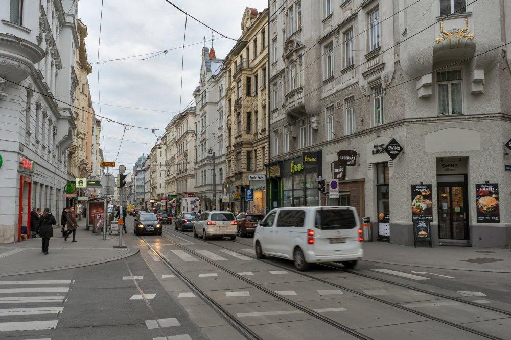 Josef-Matthias-Hauer-Platz und Josefstädter Straße
