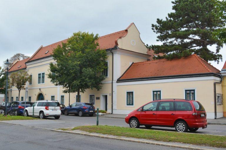 Pfarrhof am Leopoldauer Platz, Wien-Floridsdorf
