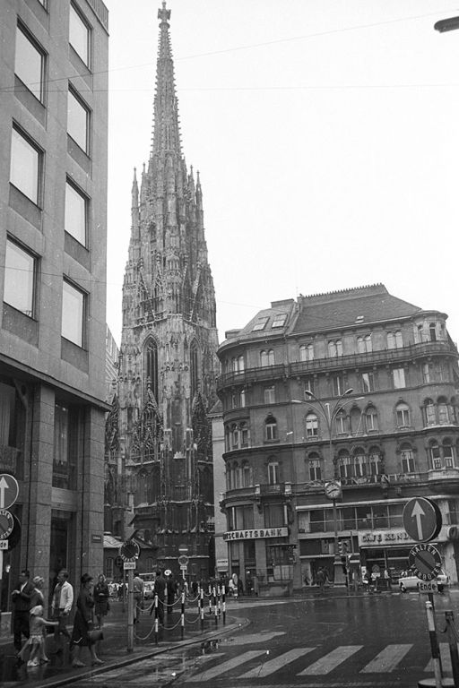 Stephansplatz, Stephansdom, Haas-Haus und Singerstraße, Wien