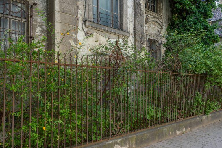 Garten vor der Villa Mautner-Jäger, Landstraßer Hauptstraße 140-142, Jugendstil, Zaun, Verfall