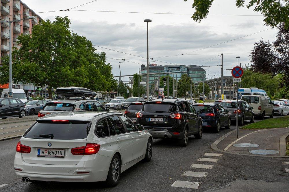 Franzensbrückenstraße beim Praterstern: extrem viel Verkehr neben Wohnhäusern (Foto: 2020)
