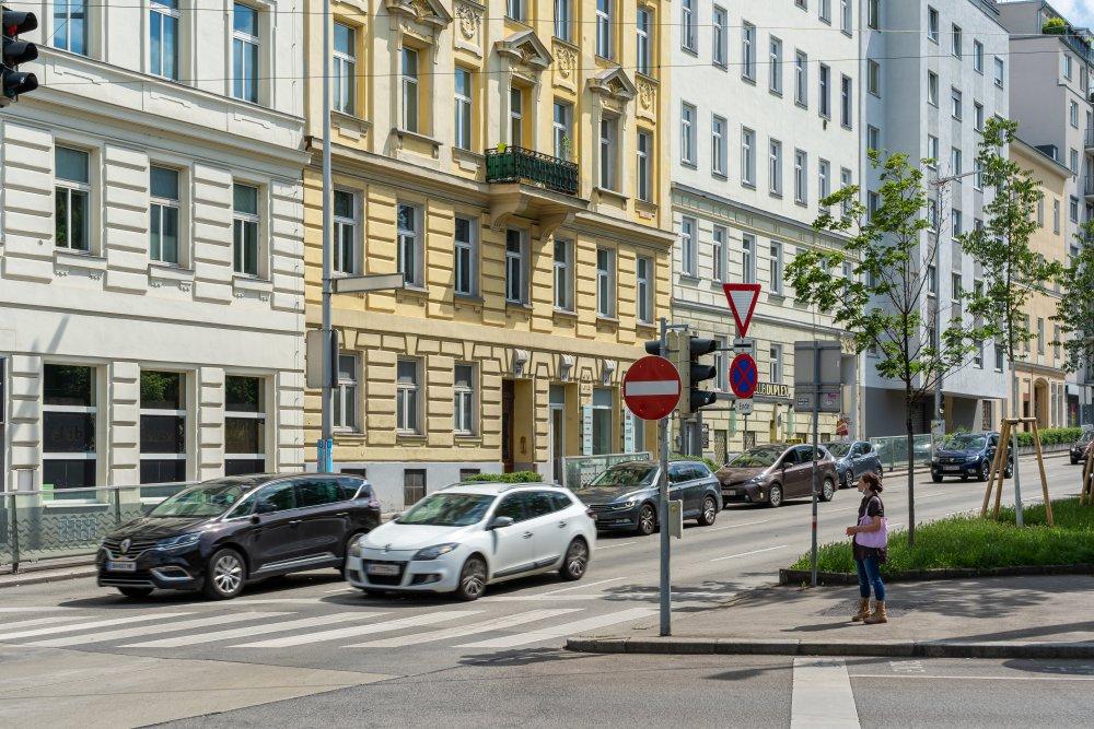 Autoverkehr am Hernalser Gürtel, 8. Bezirk, Wien