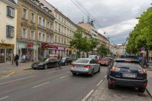 dichter Autoverkehr auf der Landstraßer Hauptstraße