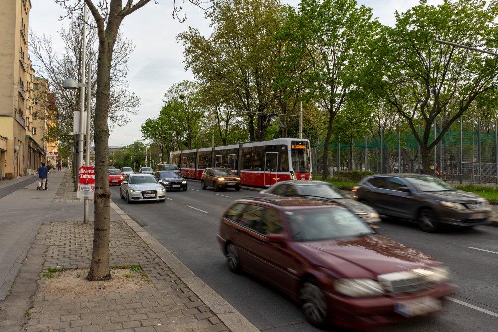 Margaretengürtel: hohe Verkehrsbelastung neben prachtvollen Gemeindebauten der 1920er-Jahre (Foto: 2020)