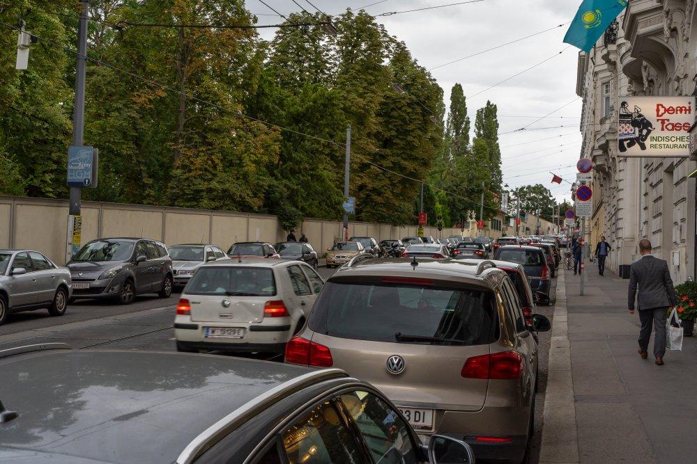Die Prinz-Eugen-Straße ist eine unattraktive Verkehrsader beim Schloss Belvedere. (4. Bezirk, Foto: 2020)