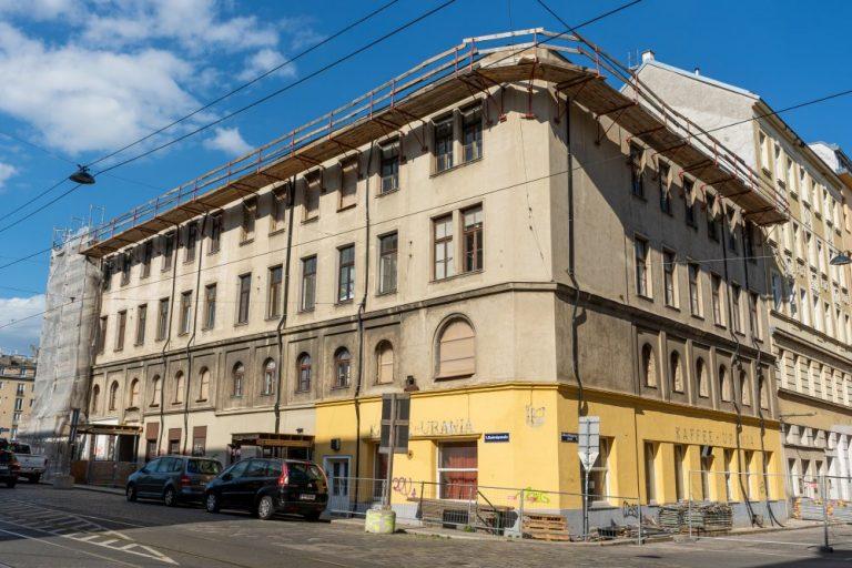Radetzkystraße 24-26 mit fehlendem Dach und obersten Stock (Juni 2020)