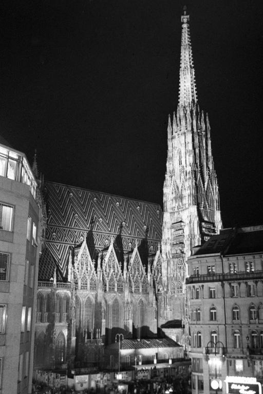 Stephansdom nach dem Wiederaufbau in den 2. Republik, Innere Stadt, Wien