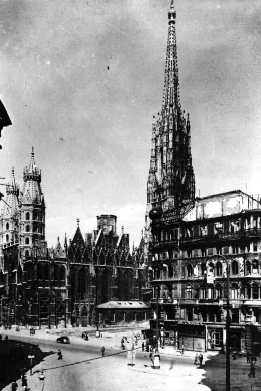Stephansdom mit zerstörtem Dach, 2. Weltkrieg, nach Brand, Wien, Innere Stadt, Kriegsschäden