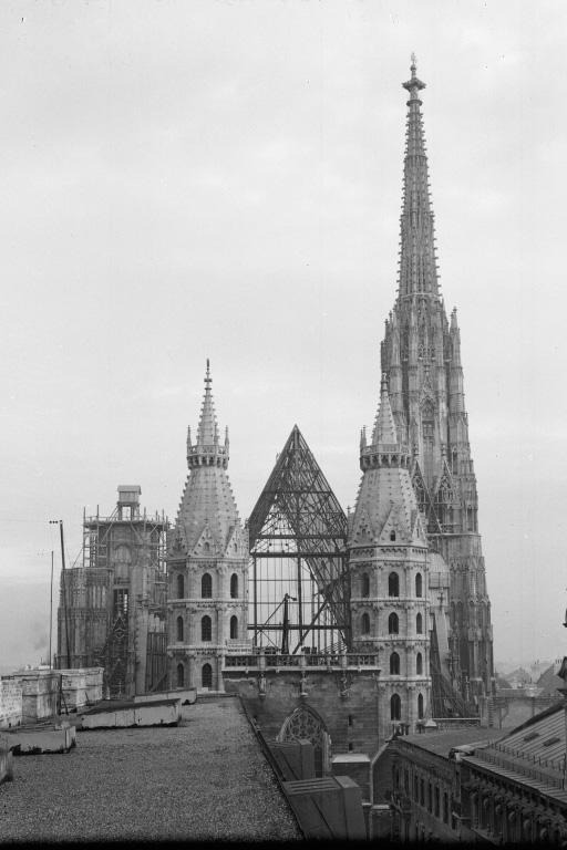 Stephansdom bekommt ein neues Dach, nach Kriegszerstörungen, Wien