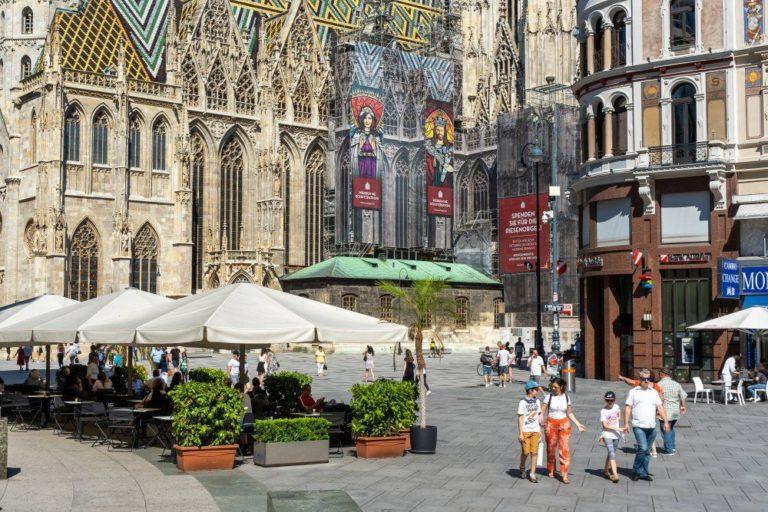 Stephansplatz, Schanigärten, Fußgänger, Fußgängerzone, verkehrsberuhigt, Wien