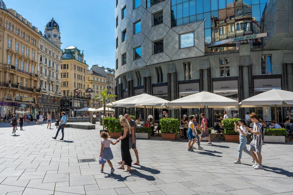 Fußgängerzone zwischen Graben und Stephansplatz, Haas-Haus, Wien