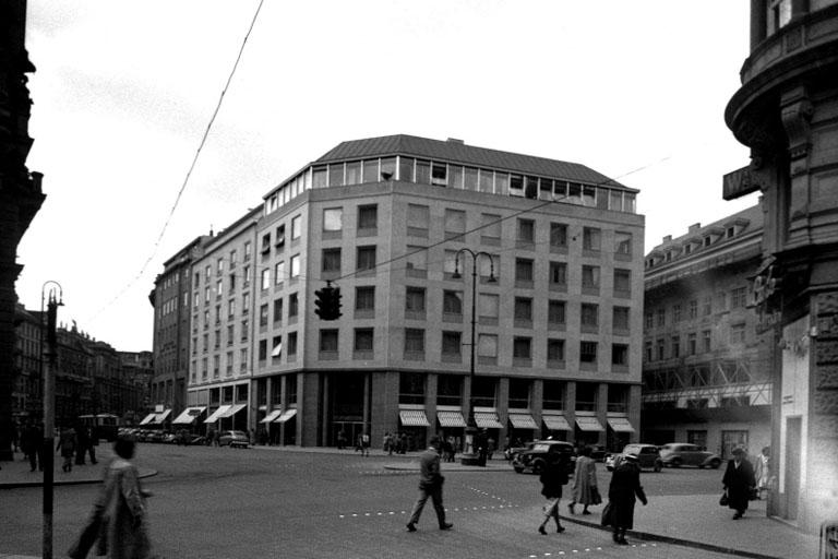Stock-im-Eisen-Platz mit zweitem Haas-Haus, 1953