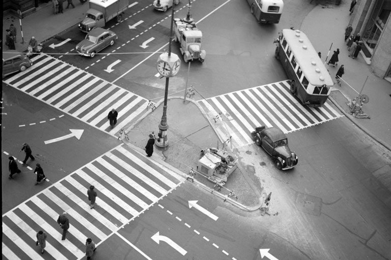 Kreuzung Graben/Kärntnerstraße/Stephansplatz im Jahr 1953