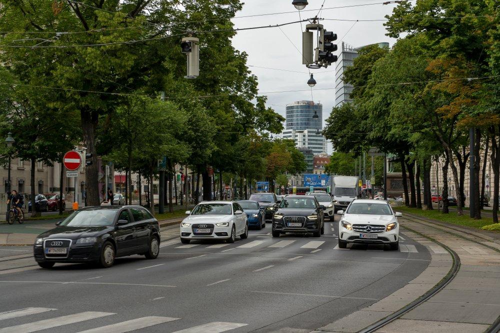 Stubenring: schöne Bäume, schöne Häuser, hohe Verkehrsbelastung (Foto: 2020)