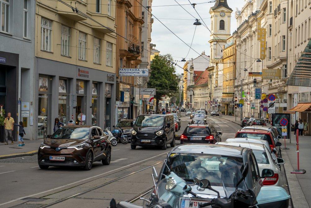 Taborstraße: Die zentrale Straße im 2. Bezirk gehört dem motorisierten Verkehr. (Foto: 2020)