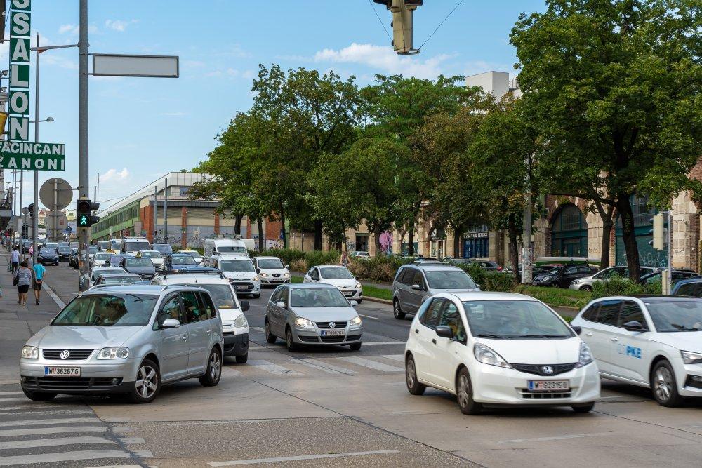 Währinger Gürtel: extrem starker Verkehr neben Wohnhäusern (Foto: 2020)
