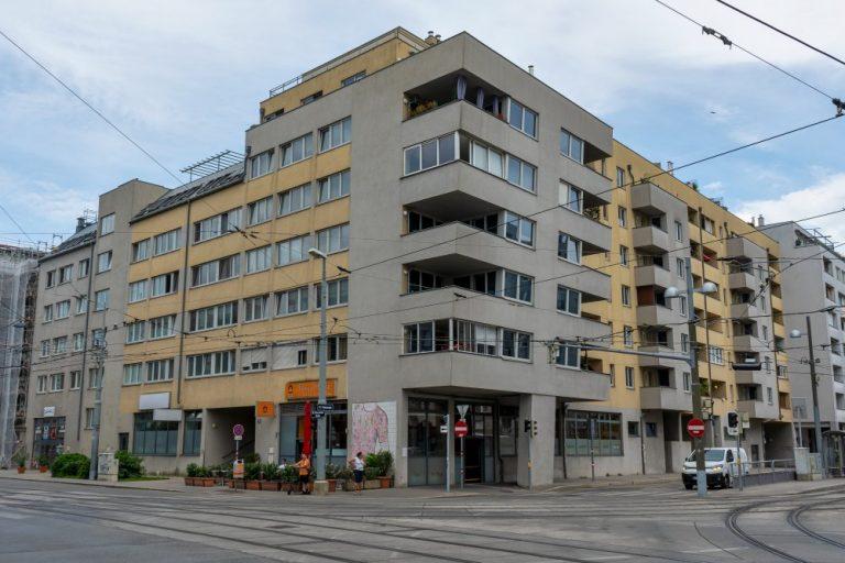 Wohnhausanlage Donaufelder Straße, Tokiostraße, Schienen, Oberleitungen, Donaustadt, Wien